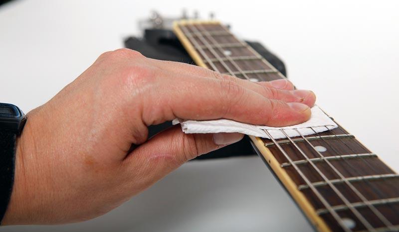 gitaarsnaren onderhouden