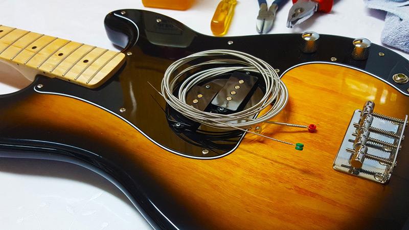 elektrische en akoestisch gitaar snaren laten vervangen